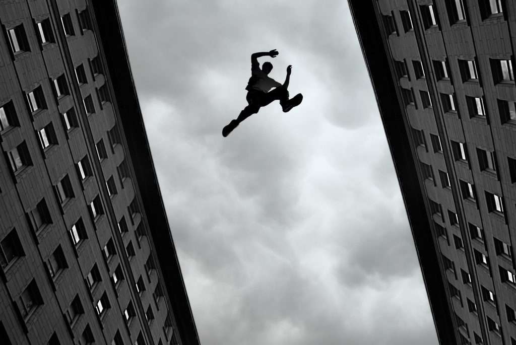 New York Incentives: Man Freerunning Parkour in City | Element - The Prize & Incentive People