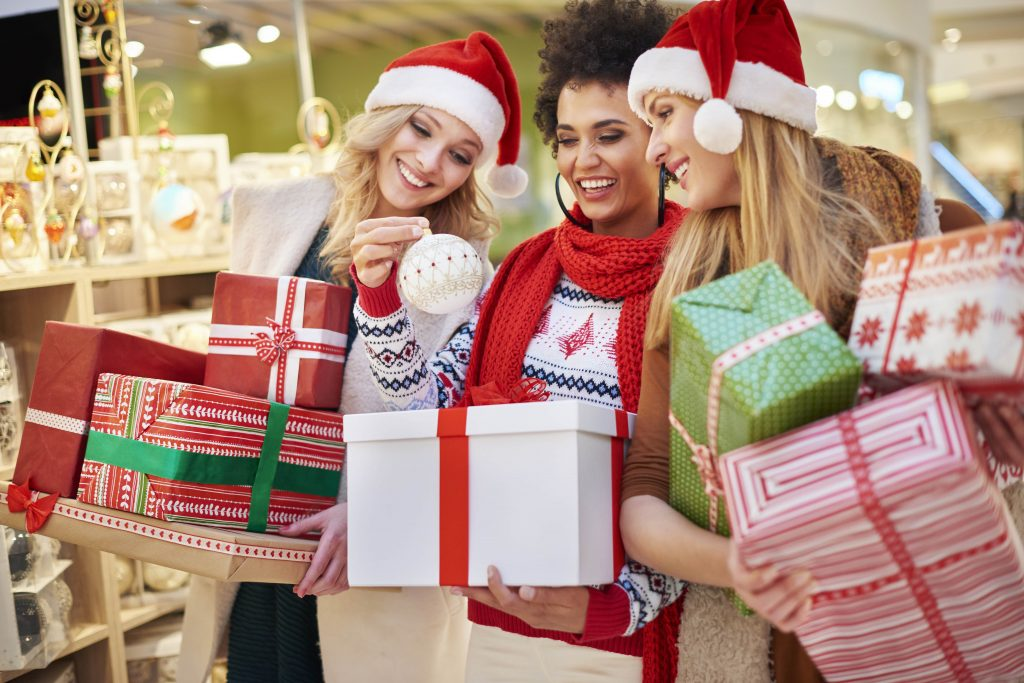 Women with Christmas presents and decorations to illustate christmas incentives | Element